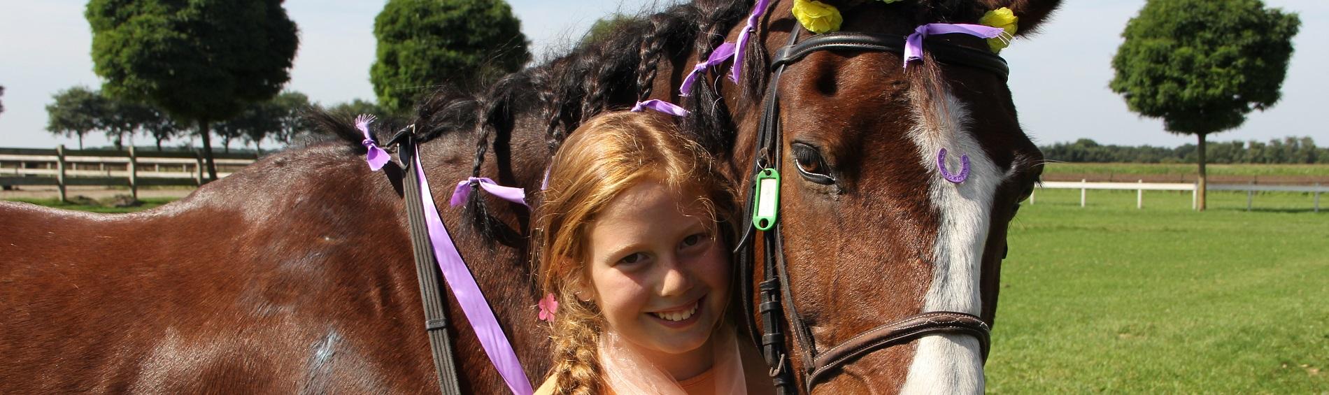Meiske met paard